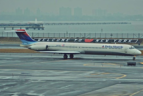 Delta Shuttle MD-88; N916DE@LGA;05.02.2008/498be