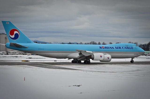 Korean Air Cargo HL-7609 taking position