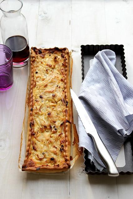 Crostata con cipolle caramellate e feta