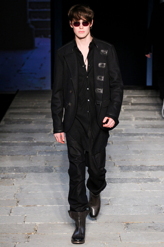 Jacob Young3055_FW12 Milan John Varvatos(VOGUE)