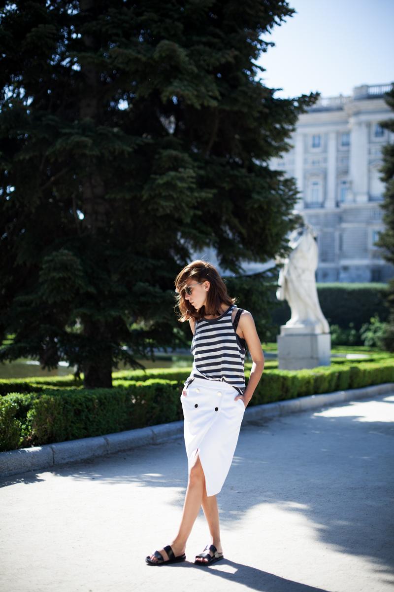 Falda-Blanca-Botones-Dorados-Zara-001