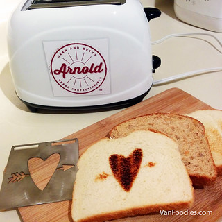 Arnold Bread Selfie Toaster