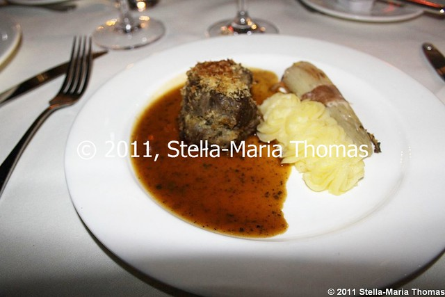 PRIZEGIVING DINNER -  BEEF TENDERLOIN IN HORSERADISH CRUST, BABY CABBAGE AND MASHED POTATO 006