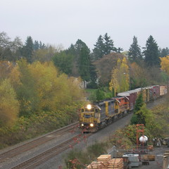 A P&W train approaches the Springwater Trail overpass