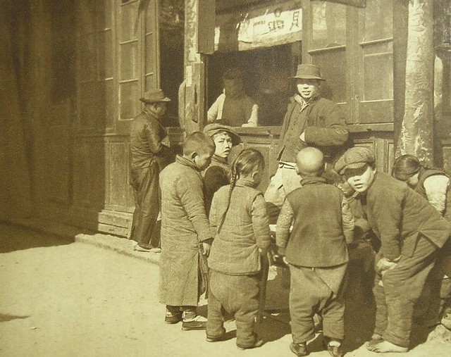 卖糖稀 Selling sweet to kids, Shanghai 1920