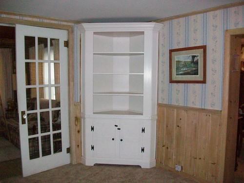 _sm corner cupboard in situ