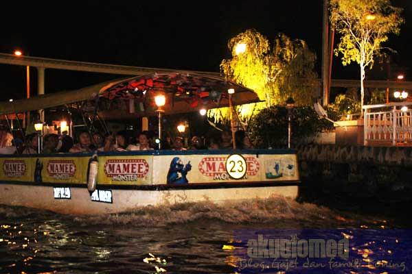 Bot penumpang Melaka River Cruise