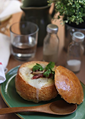 chicken cream soup in a bread bowl