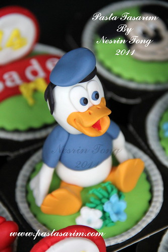 DISNEY CHARACTERS CUPCAKES- DONALD DUCK