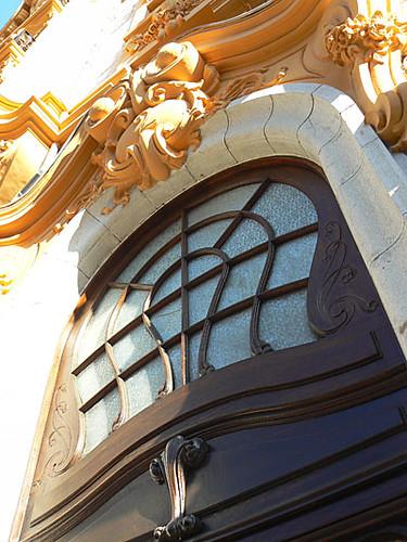 entrée immeuble orange.jpg