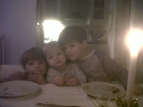 Broers aan het kerstontbijt