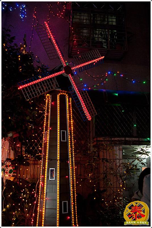 2011-12-24-聖誕巷插旗-12