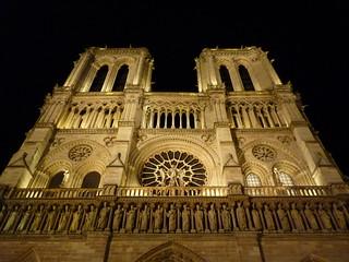 Notre Dame de Paris la nuit de Noël