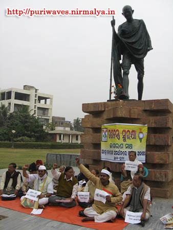 Ganatantra Surakshya Manch started relay fasting movement Supporting Anna Hazare