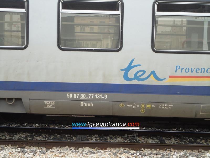 Vue de l'immatriculation UIC d'une voiture Corail B5uxh SNCF de la Région PACA