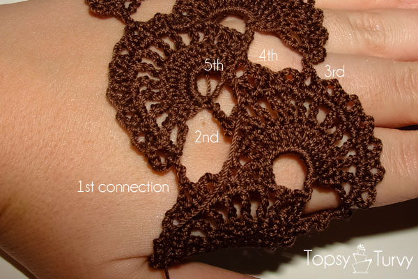 queen-anne-lace-thread-crochet-bracelet-connection-row-30-finished