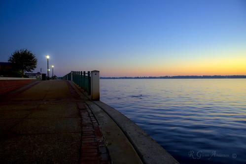 water walk sidewalk lamps neuseriver newbern unionpark a850 ma24105