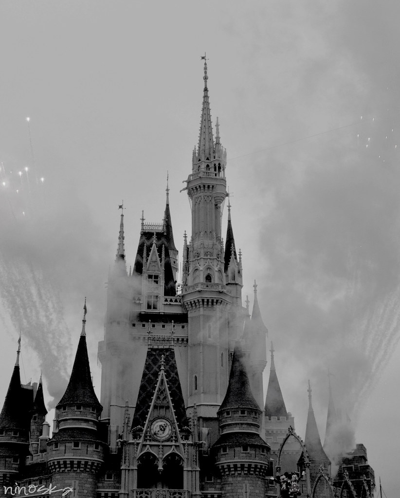 castle-fireworks-BW