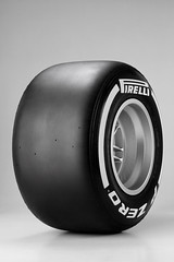 Pirelli_P_Zero_Medium WHITE_01
