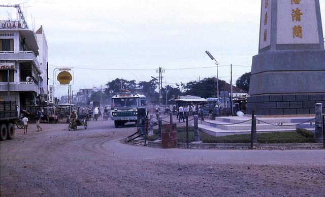 Vinh Long 1969 - Vòng xoay ngã ba Cần Thơ với Tháp Phan Thanh Giản