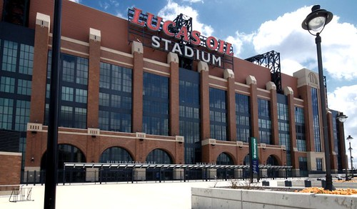 Lucas Oil Stadium in downtown Indianapolis (by: Intiaz Rahim, creative commons license))
