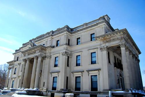 Vanderbilt Mansion - front-001