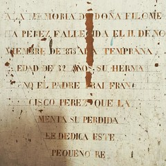 Tipografías antiguas pintadas en una pared de la iglesia de Tenaún, Chiloé. 1873.