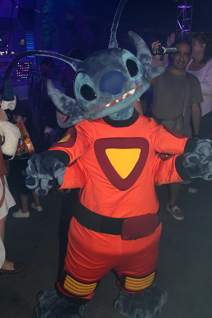 Rock-It Out... Stitch's Club 626 Dance Party