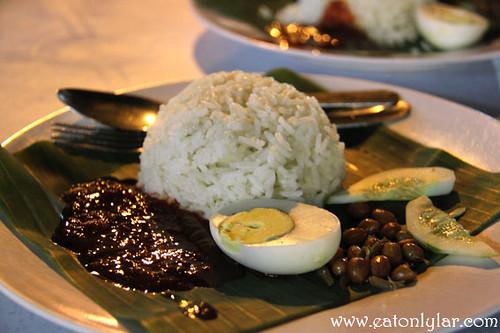 Nasi lemak biasa, Nasi Lemak Famous