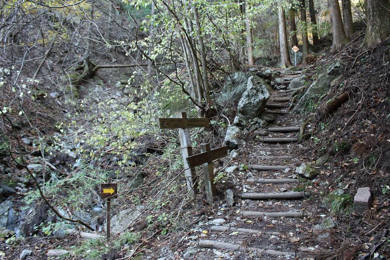 武甲山登山道