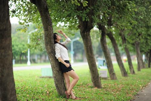 [フリー画像素材] 人物, 女性 - アジア, ブラウス, 人物 - 樹木 ID:201201141400