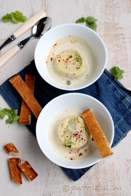 Mousse di broccoletti e tofu affumicato con salsina ai capperi e acciughe