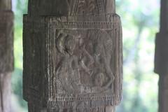 wood(0.0), tree(0.0), trunk(0.0), tiki(0.0), iron(0.0), carving(1.0), art(1.0), sculpture(1.0), stele(1.0),