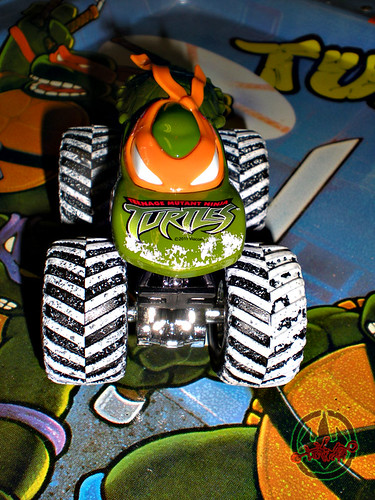""" Hot Wheels "" Monster Jam ' Teenage Mutant Ninja Turtles ' 1:64 Monster Truck - Michelangelo {  HOLIDAY EDITION } ..card backer iv (( 2011 ))"