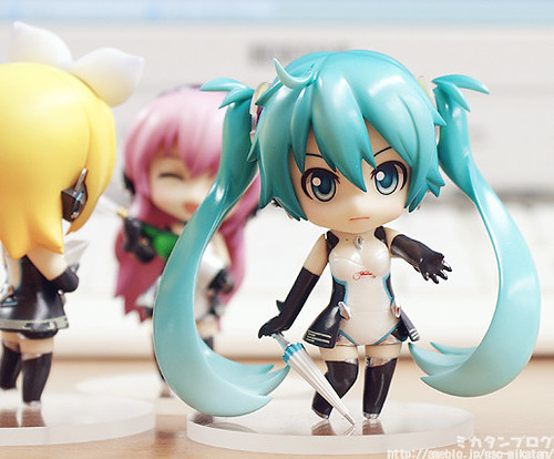 Another expression and some optional body parts for Miku