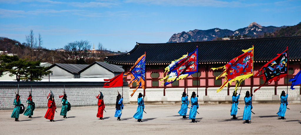 The Changing of the Guard [EOS 5DMK2 | EF 24-105L@90mm | 1/3200s | f/4 |  ISO200]