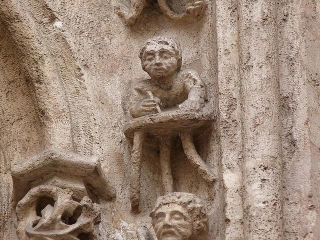 Figura de un escriba en la Lonja de la seda de Valencia
