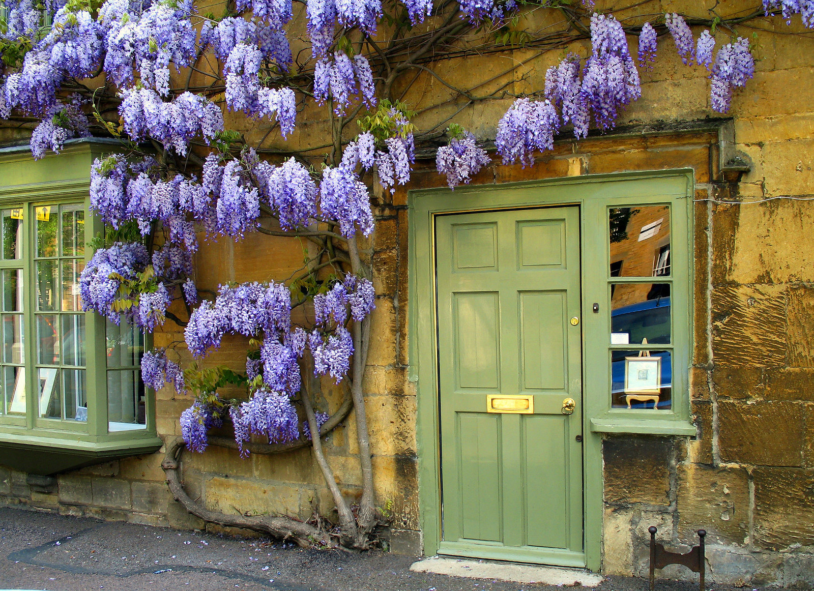 A cottage in Moreton-in-Marsh with wisteria growing round the front door