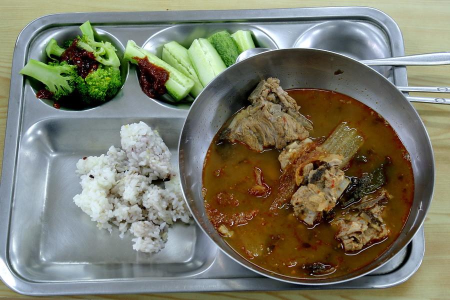 Pork spinal bone stew