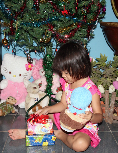 Nong Ja and Presents