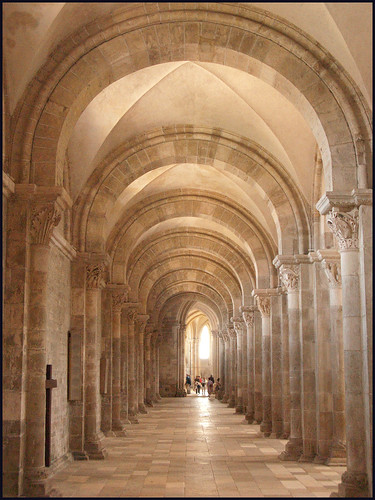 Vezelay in Bourgogne by hans van egdom