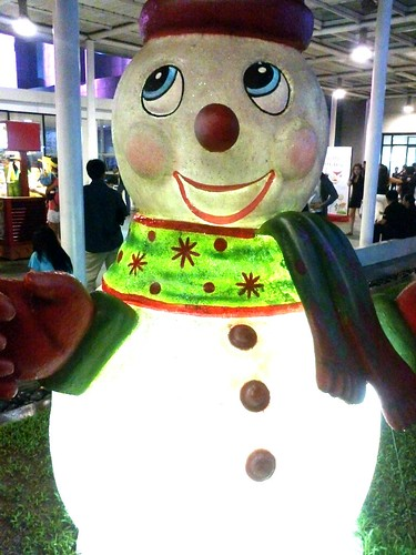 Meet the snowman here in sm north edsa sky garden by popazrael