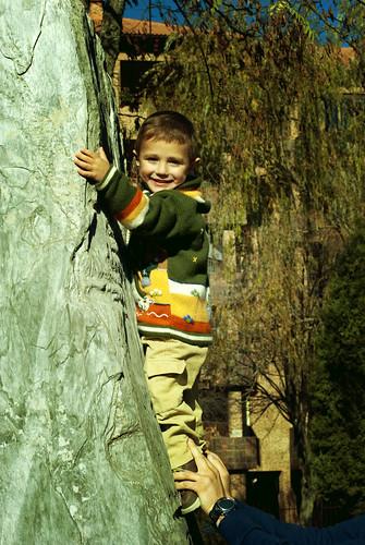 Luca escalando