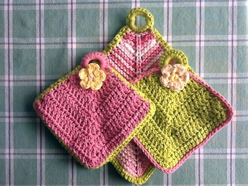 Potholders and dishcloth set