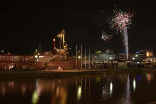 Más fuegos artificiales celebran la nueva capital mundial del diseño: Helsinki.