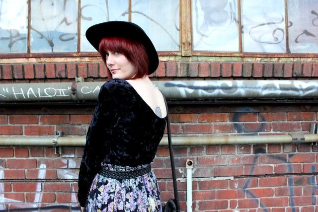 vintage skirt look back