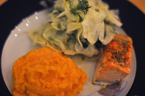 Fennikel med citron, mos af søde kartofler og bagt laks