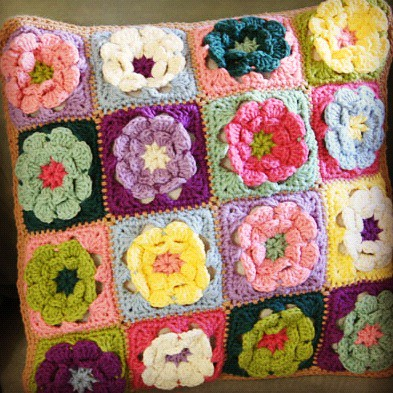 Free Crochet Patterns Flower Pillows : Granny Flower Square Pillow // Free Crochet Pattern ...