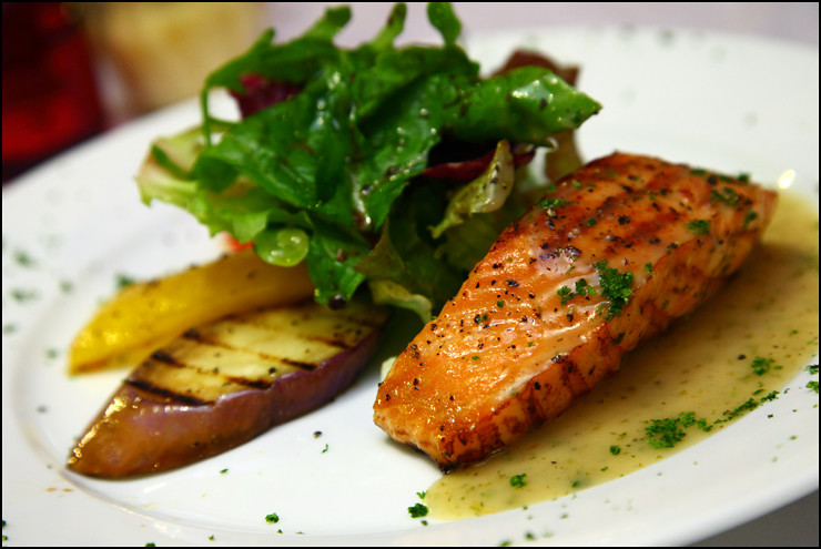 grilled-salmon-lemon-butter-sauce