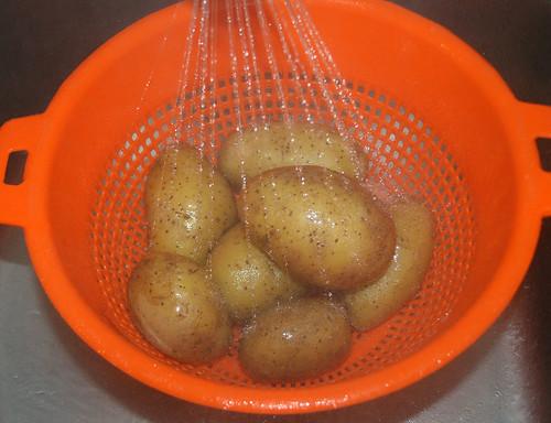 15 - drain potatoes & let them cool down / Kartoffeln abschütten und abkühlen-lassen